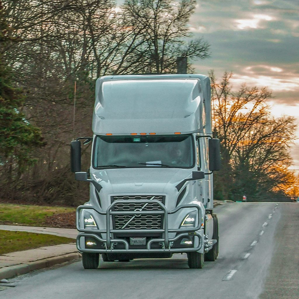 volvo vnl truck delivery of goods